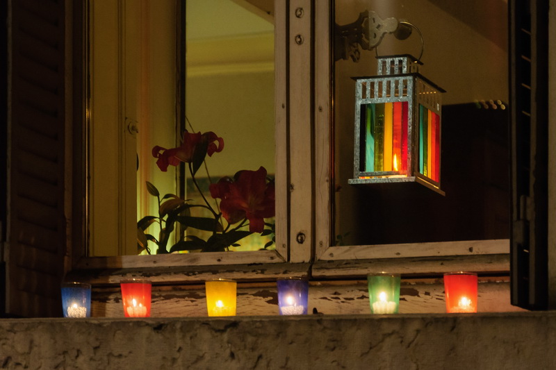 Install candles for windows without sills in 5 minutes for Decoration lumignon 8 decembre